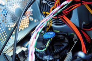 PC selber zusammenstellen-kabel-hardware-komponenten-lüfter-tastatur-test.net
